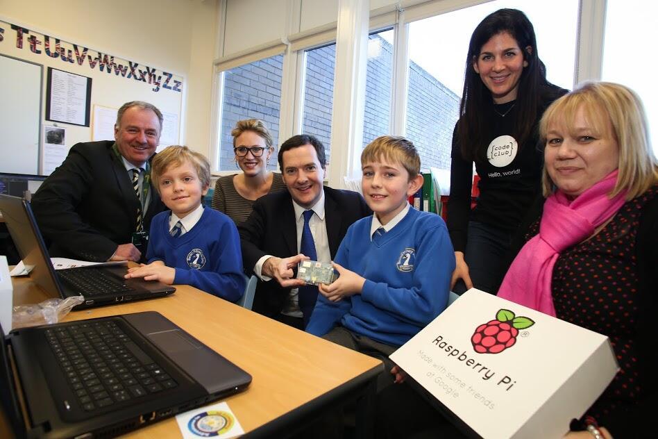Code Club Pro je v petek zagnal minister za finance George Osborne na posebnem srečanju Code Club na Bextonovi šoli v Knutsford v Cheshireju.