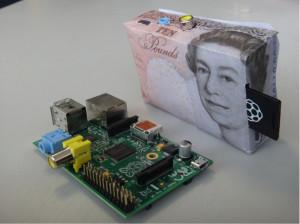 Raspberry Pi z ohišjem v obliki denarja