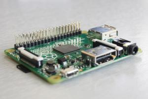 Raspberry Pi Model A+ iz strani