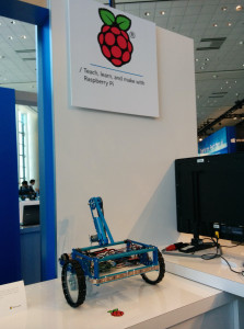 Raspberry Pi 2 Windows 10 IoT Robot